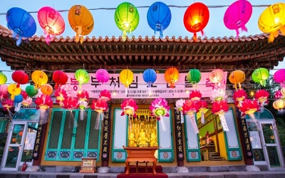 tham-quan-den-kwanmunsa-jeju-han-quoc