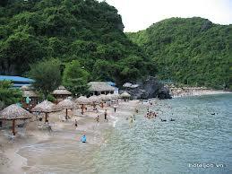 Tắm biển Cát Bà