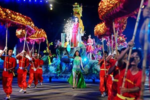 Lan-toa-nu-cuoi-cung-le-hoi-carnaval-ha-long-2015