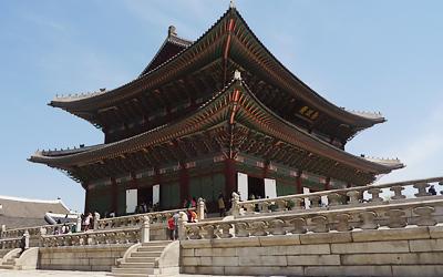 tua-di-han-quoc-mua-xuan-cung-dien-kyong-bok