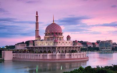 du-lich-malaysia-ghe-tham-thanh-duong-mau-hong-putra