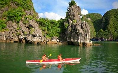 cheo-thuyen-kayak-tren-vinh-ha-long