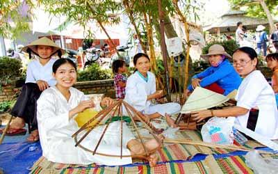 Cho-que-ngay-hoi-tai-Festival-Hue-2014