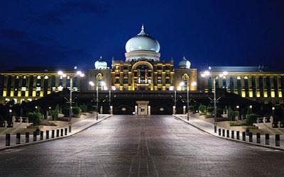 du-lich-malaysia-kham-pha-cung-dien-hoang-gia-malaysia